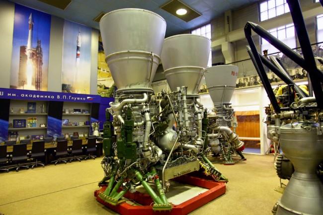 Русия достави първите два двигателя за американските ракети