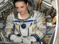 Руски учени ще проведат експеримент на имитационен полет до Луната от женски екипаж