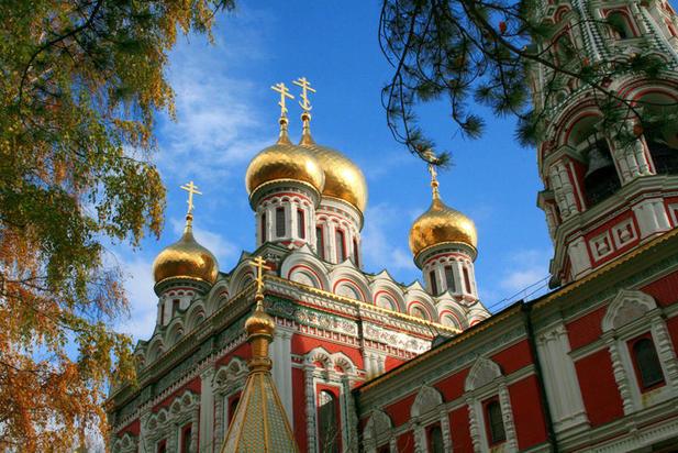 Златната черква в Шипка се руши
