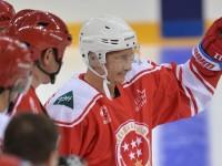 Путин игра с легендите на руския хокей