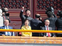Грандиозен военен парад в Пекин