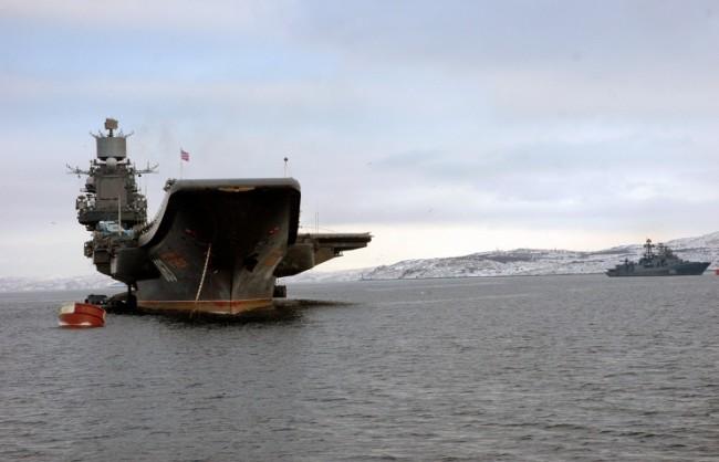 """Руският самолетоносач """"Адмирал Кузнецов"""" порази морска цел със ЗРК в Баренцово море"""