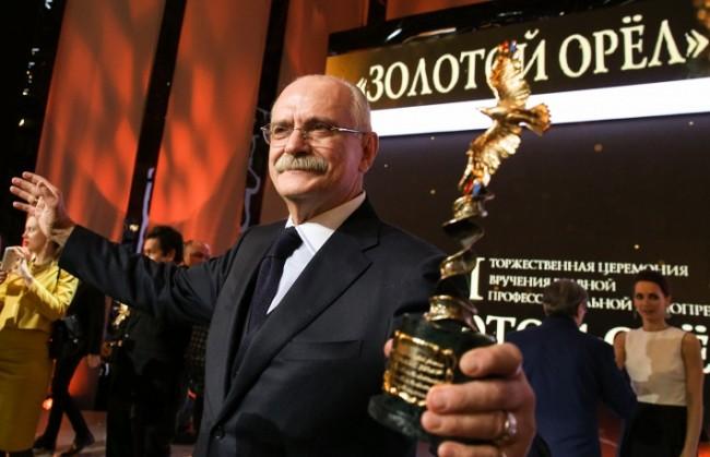 В деня на 70-тата си годишнина известният руски режисьор Никита Михалков получи поздравления от президента и патриарха