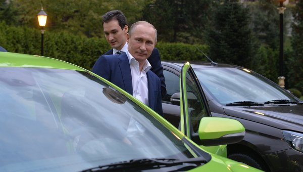 """Путин пристигна на """"Валдай"""" с новата """"Лада Веста"""""""