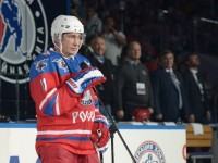 На рождения си ден Владимир Путин вкара 7 шайби в гала-мач на Нощната хокейна лига