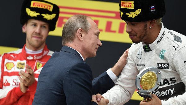 Щастливият Хамилтън проговори руски