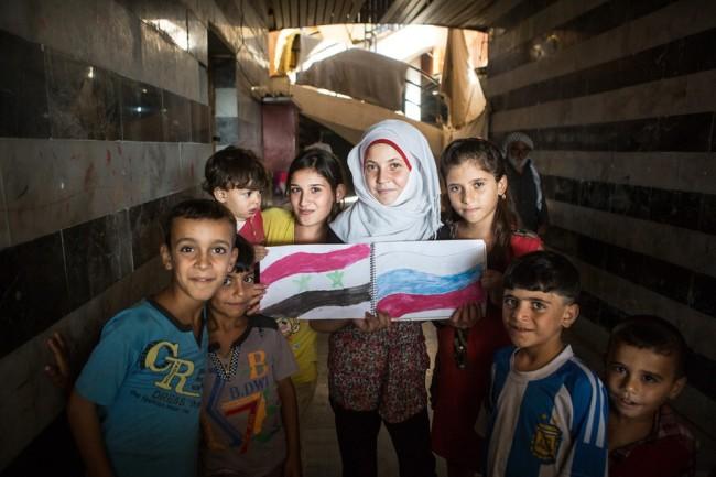 Сирийски деца подариха на депутати от РФ рисунки с руски самолети