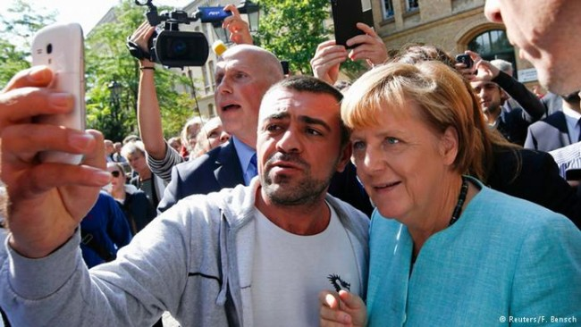 Бунтът срещу мигрантската политика на Ангела Меркел се разраства