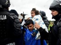 4500 мигранти събориха оградата и нахлуха в Австрия