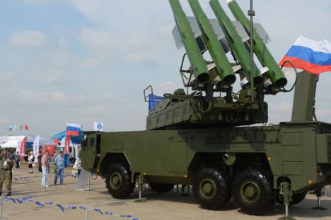 """Зенитно-ракетният комплекс """"Бук-М3"""" е в период на изпитания и ще постъпи на въоръжение в руската армия през 2016 г. Снимка: РИА """"Новости""""."""