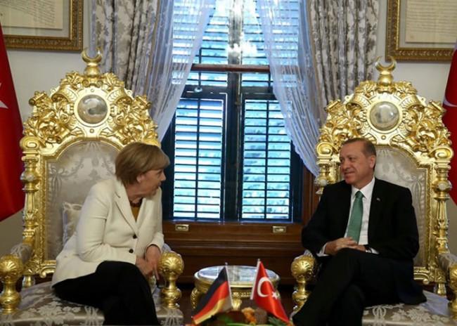 """""""Файненшъл таймс"""": Европа избра лош момент за обвързване с Турция"""