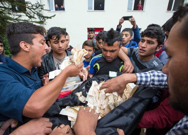 Напрежението заради бежанците ескалира в Германия
