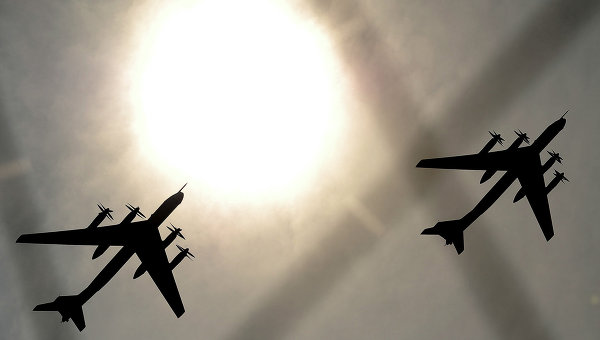 Бомбардировачи Ту-160 и Ту-95МС нанесоха масиран ракетно-бомбен удар по позиции на ИД в Сирия