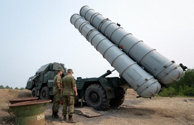 Русия започна процедурата по доставка на комплекси за ПВО С-300 за Иран