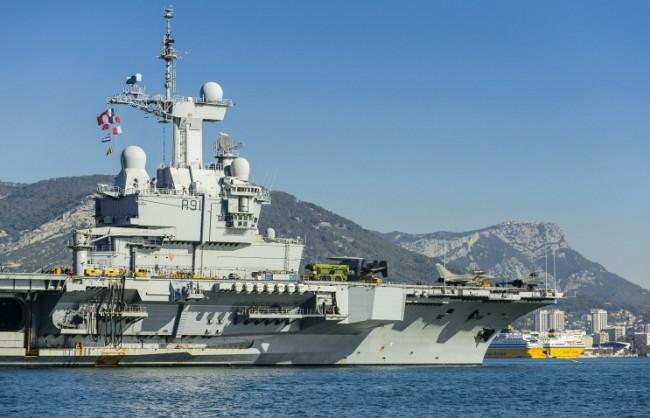 """Френският самолетоносач """"Шарл дьо Гол"""" установи връзка с руските военни"""