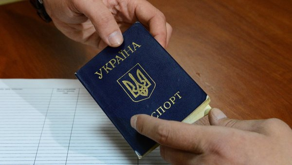 Порошенко ще заменя руската страница в украинските паспорти с английска