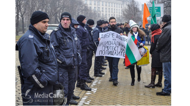 Протестът на полицаите продължава