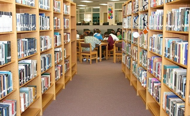 216 обществени библиотеки получават средства за попълване на фондовете си
