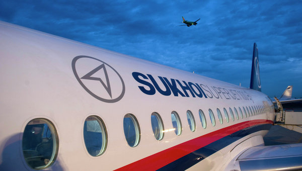 Рогозин съобщи за възможни доставки на Иран на 100 самолета SSJ-100