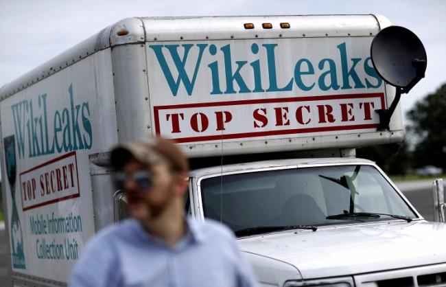 WikiLeaks: Над 10 държавни служители от администрацията на двама американски президенти са уличени в корупция