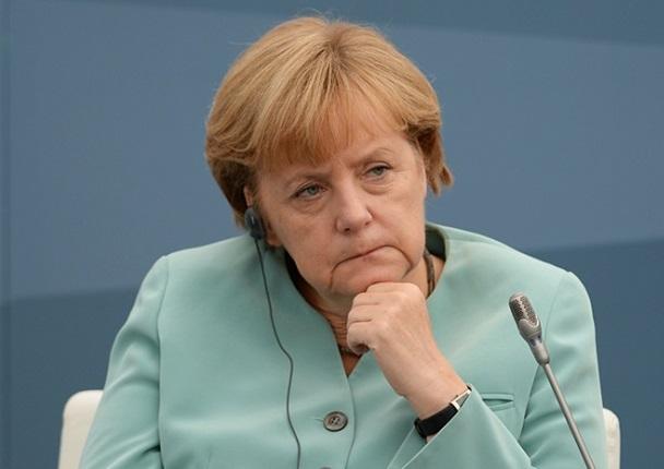 """Меркел: Германия трябва да води """"много по-активна"""" външна политика"""