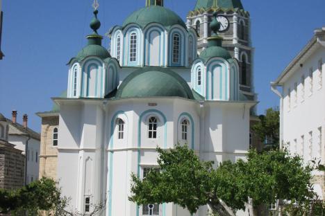 """""""Свети Пантелеймон"""", също наричан и Русикон – един от трите славянски манастира на Атон. Снимка: Филип Иванов."""
