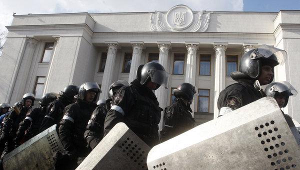 Протестиращи пред Върховната рада искат оставката на правителството