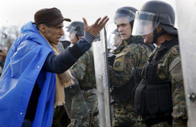 Македонската полиция използва сълзотворен газ срещу стотици мигранти