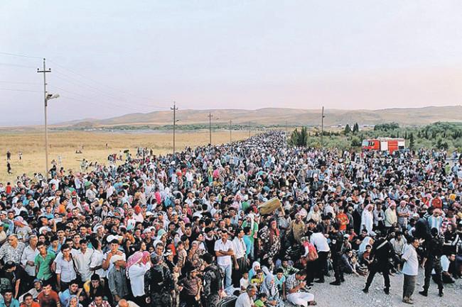 Гръцката полиция започна депортирането на мигрантите по границата с Македония