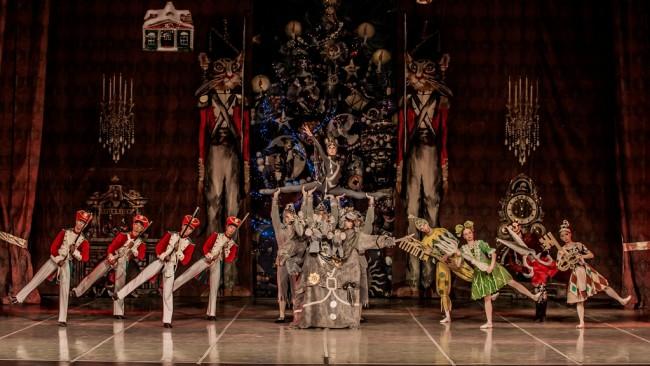"""Блестящ старт в гр. Велико Търново на турнето на балетната трупа на Държавния академичен театър за класически балет с постановката """"Лешникотрошачката"""""""