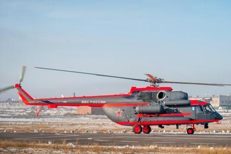 """Ми-8АМТШ-ВА, първият вертолет за работа в частите на арктическата военна групировка. Снимка: Марк Агнор / РИА """"Новости""""."""