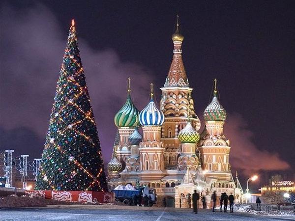 """Новогодишна елха на Русия на Съборния площад ще бъде украсена в стил """"съветско ретро"""""""