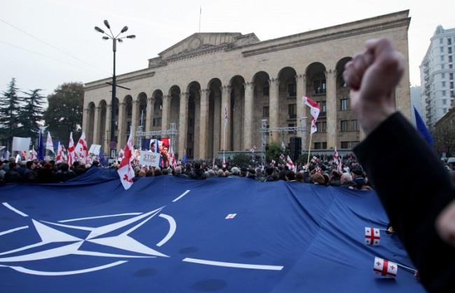 """Путин: Стремежът на НАТО да """"царува"""" предизвика кризите в Европа"""