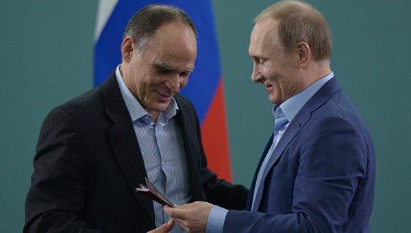 Путин връчи руски паспорт на треньора на националния отбор по джудо Ецио Гамба