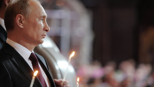 Путин присъства на Рождественска служба в храма, където са били кръстени родителите му