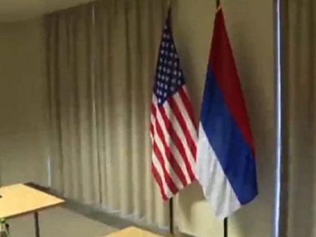 Американците сложили руското знаме наобратно преди срещата между Кери и Лавров