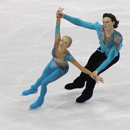 Олимпийските шампиони ТАТЯНА ТОТМЯНИНА и МАКСИМ МАРИНИН в парад на шампионите през март 2016 в зала АРЕНА АРМЕЕЦ