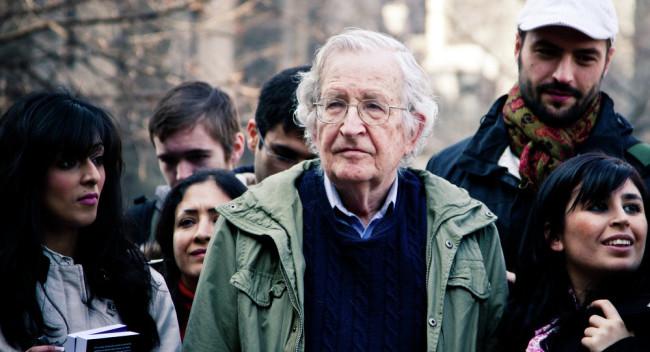 """Чомски: Европа отказва да поеме отговорност за """"престъпленията на Запада"""""""