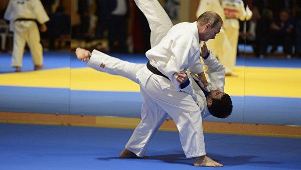 Путин проведе тренировка с националния отбор по джудо