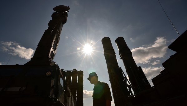 """Медии: Иран и Русия водят преговори за """"следващо поколение"""" С-300"""