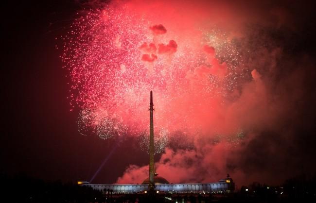10 хиляди фойерверки ще осветят небето над Москва в Деня за защитника на Отчеството