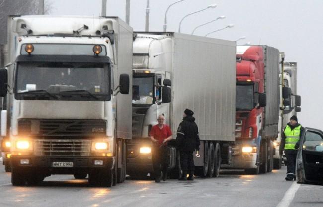 Украйна забрани влизането на руски камиони на територията на страната