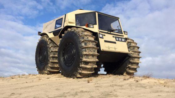 """Руски инженер конструира """"малък танк"""", който бори сняг, лед и вода с лекота (ВИДЕО)"""
