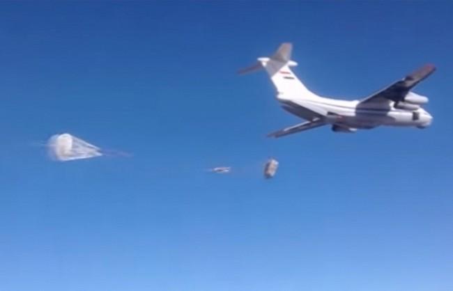 ВВС на Сирия с подкрепата на руски изтребители са доставили 30 тона хуманитарна помощ в Дейр ез-Зор