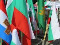 Пловдивчани купуват руски знамена редом с родния трибагреник