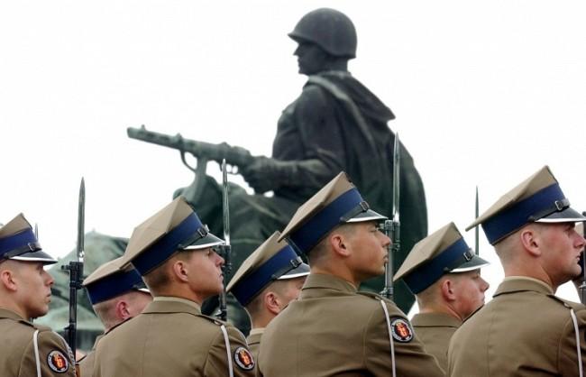 В Полша смятат да демонтират над 500 паметници на съветски воини