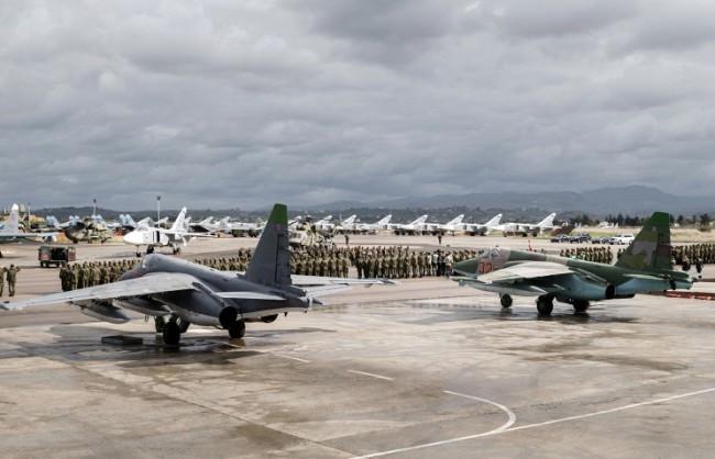 """Путин оцени с """"отлично"""" действията на руските военни пилоти в Сирия"""