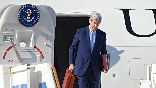 Путин се пошегува с куфарчето на Кери: Бях разочарован, като видях, че сам си носите багажа