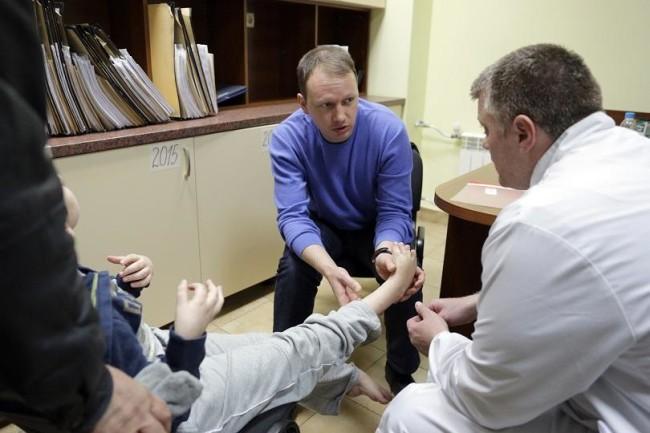 Световноизвестни руски лекари преглеждат деца с церебрална парализа у нас