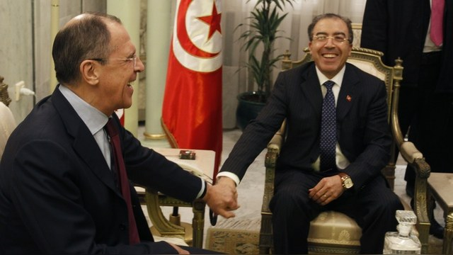 Tunisia's Foreign Minister Mongi Hamdi (R) shakes hands with his Russian counterpart Sergei Lavrov in Tunisia  March 4, 2014. . REUTERS/Zoubeir Souissi (TUNISIA - Tags: POLITICS) - RTR3G0NT